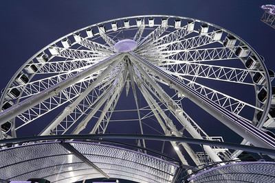 Large wheel at the Concorde square, Paris, France.